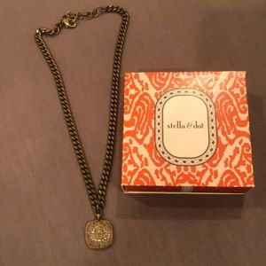 Stella and dot retired necklace